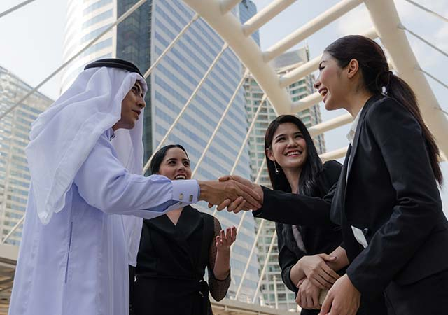 How to Avoid Cultural Mishaps When Traveling for Business to Saudi Arabia